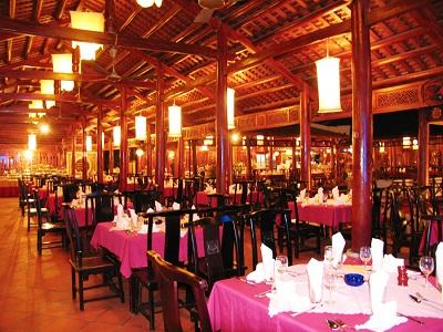 Không gian thuần việt - khu ẩm thực biển Tuần Châu
