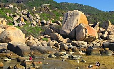 Bãi đá biển Vân Phong