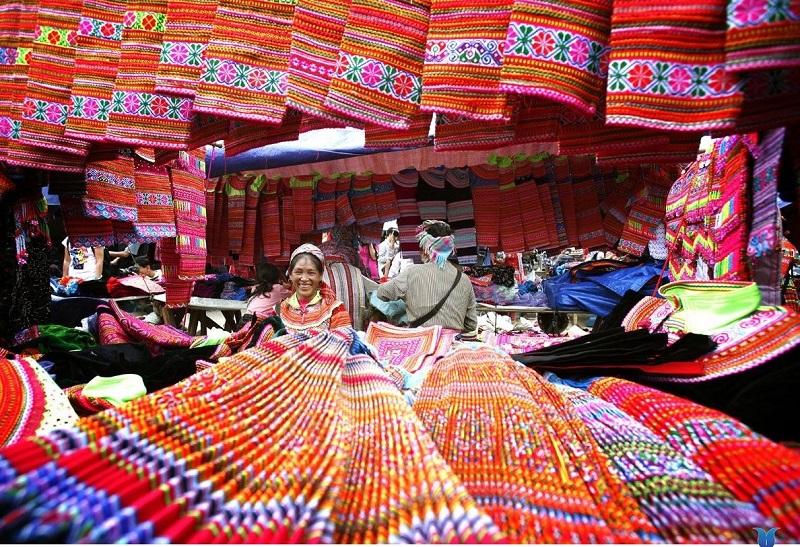 Các phiên chợ Sapa luôn thu hút đông đảo du khách
