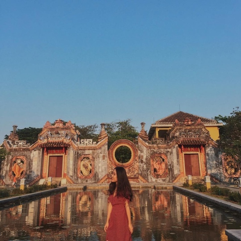 Với vẻ đẹp hoài cổ, kiến trúc độc đáo và bức Tam Quan chất không chê vào đâu được, hứa hẹn trải nghiệm mới mẻ cho những du khách lần đầu đặt chân tới đây