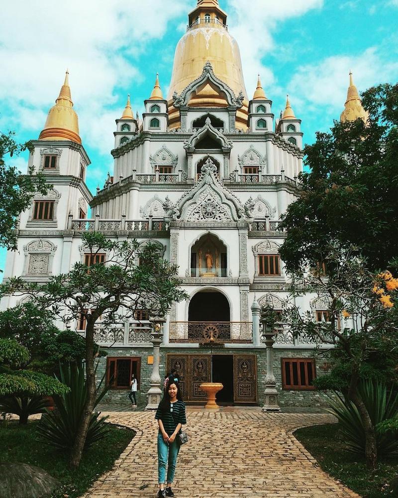 Những công trình kiến trúc ở Chùa Bửu Long được chạm khắc tinh tế, sống động