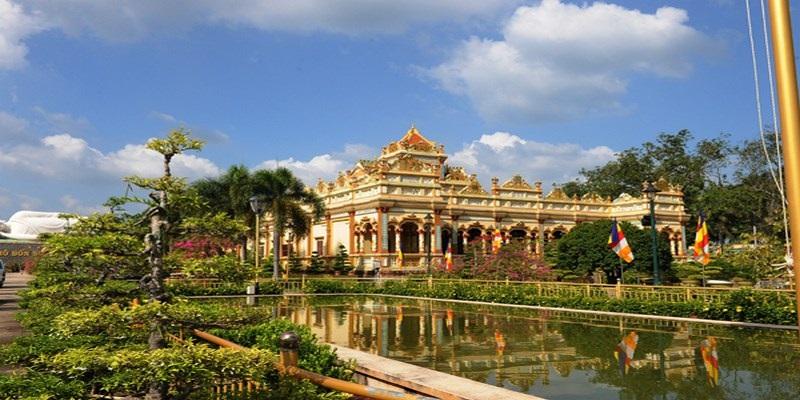 Khuôn viên xung quanh chùa Vĩnh Tràng