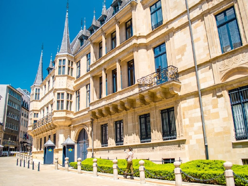 Cung điện này chính là nơi làm việc của nhà nước Luxembourg