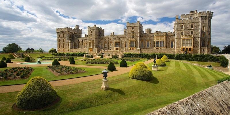 Lâu đài lâu đời nhất và lớn nhất trên thế giới