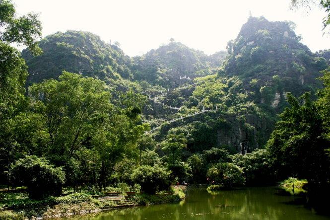 Lên núi Múa ngắm mùa lúa xanh