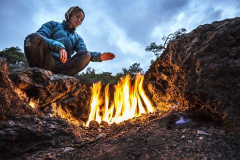 Ngắm-lửa-bất-diệt-trên-đá-ở-Thổ-Nhĩ-Kỳ