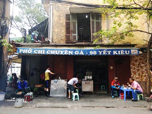 Hàng phở gà ba đời nổi tiếng Hà Nội