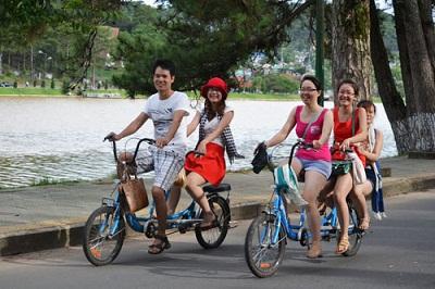 Du lịch Đà Lạt cùng xe đạp đôi