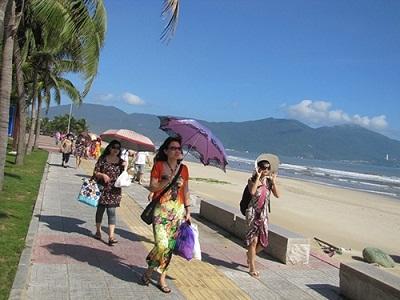 Du khách du lịch Đà Nẵng