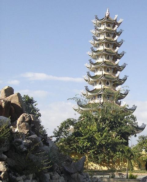Chùa Tháp Tường Long ngọn tháp rồng vàng hạ thế