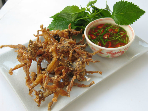 Chon ve di Hue thuong thuc mon com muoi nhai dong