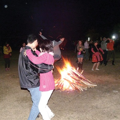 Đốt lửa trại ở Mai Châu