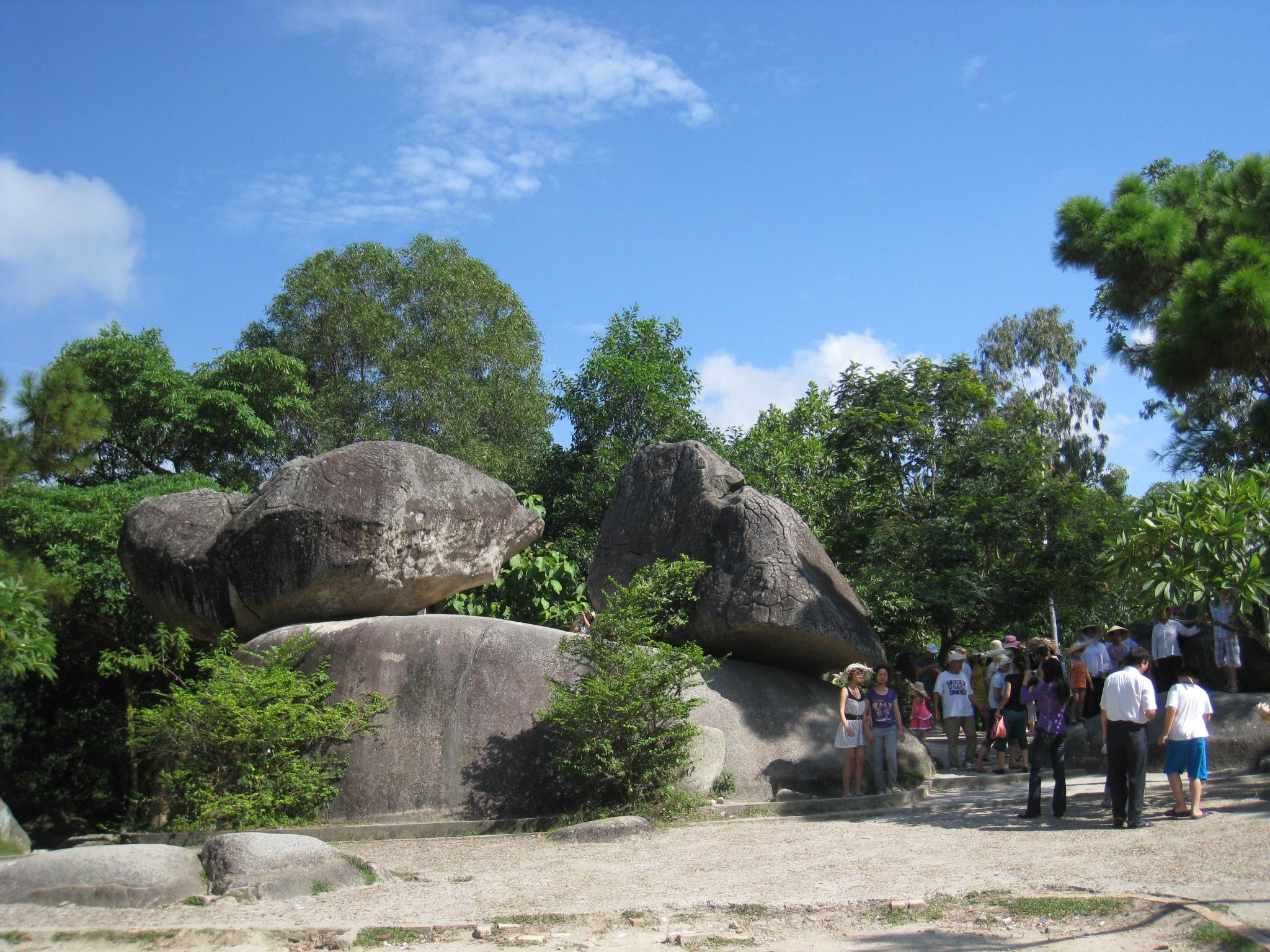 Hòn trống mái Sầm Sơn Thanh Hóa