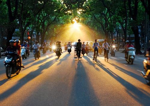 Đường phố Hà Nội bình yên trong sáng sớm