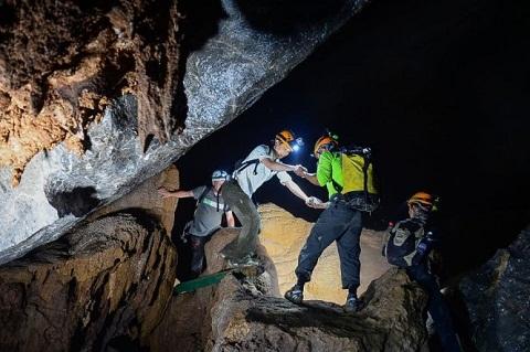 Đoàn làm phim ABC trong hang Sơn Đoòng