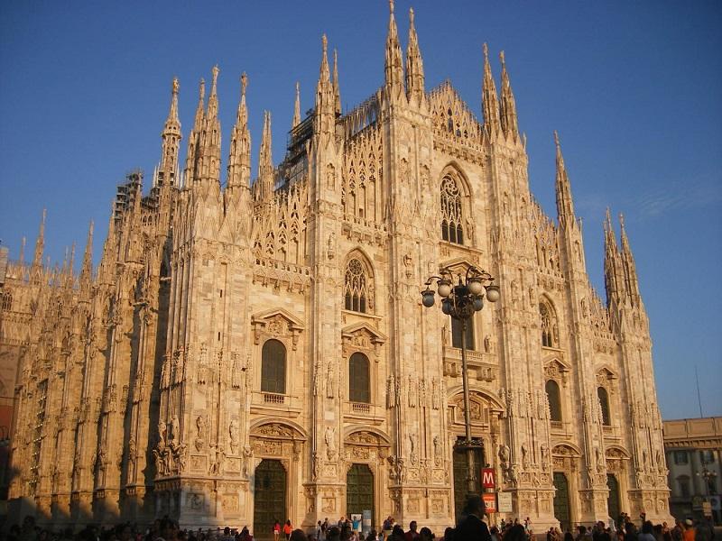 Ở Ý có rất nhiều nhà thờ vì vậy cần chú ý cách ăn mặc khi tham quan những nơi này