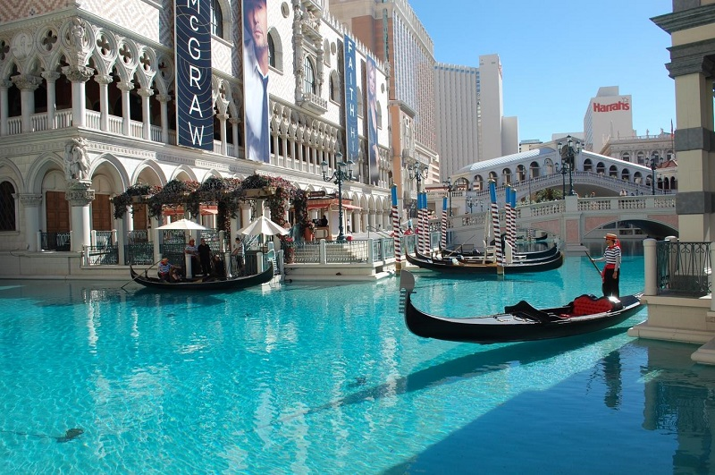 Giá ngồi thuyền gondola khá cao