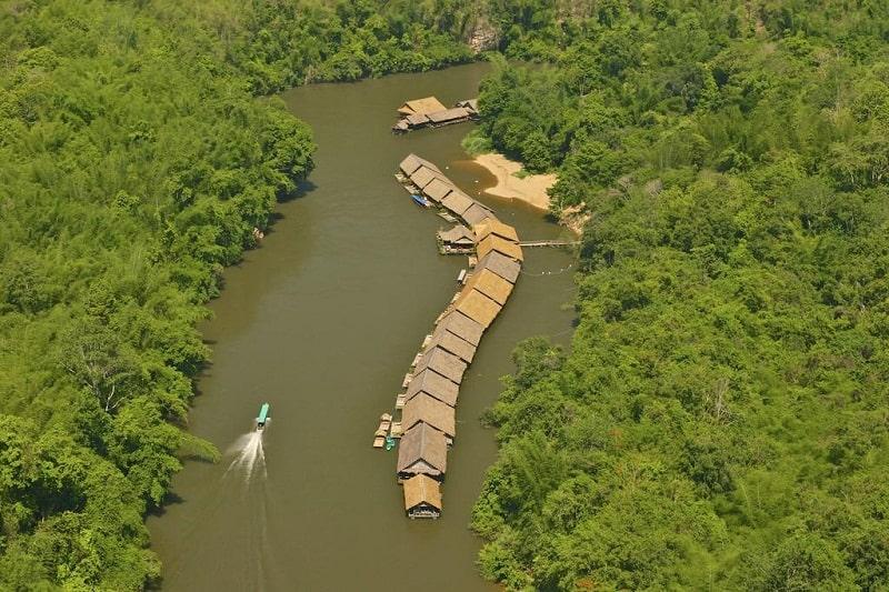 Không gian ở River Kwai Jungle Raft rất tuyệt vời và vô cùng ấm cúng