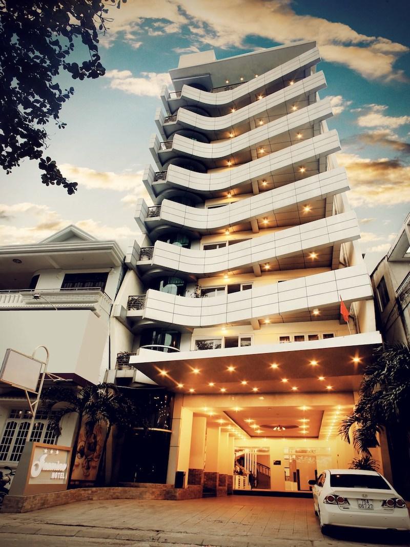 Với vị trí địa lý thuận lợi khách sạn Jasmine luôn thu hút lượng đông đảo khách du lịch