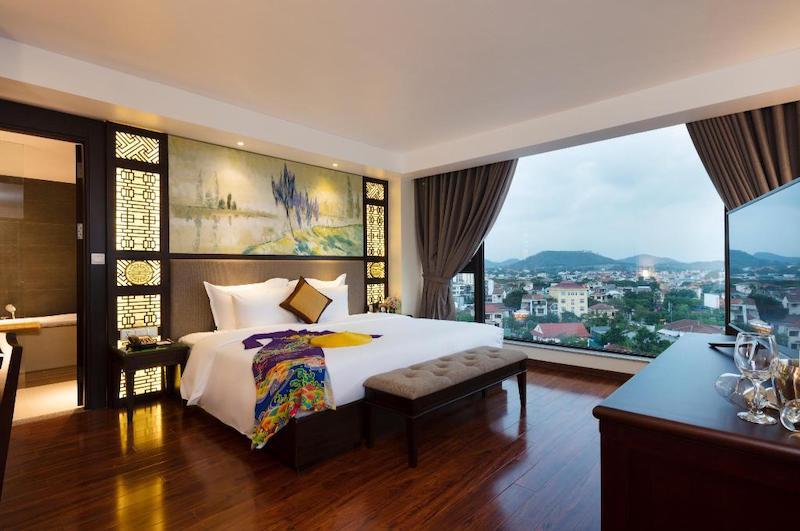 Phòng đầy đủ tiện nghi, rộng rãi tại khách sạn thanh lịch Royal Boutique