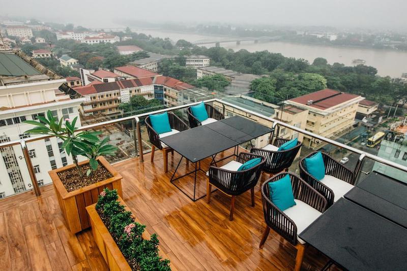 Góc sân thượng của phía trên khách sạn là điểm nổi bật của Midtown Huế