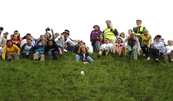 Độc đáo lễ hội phô mai lăn ở Anh