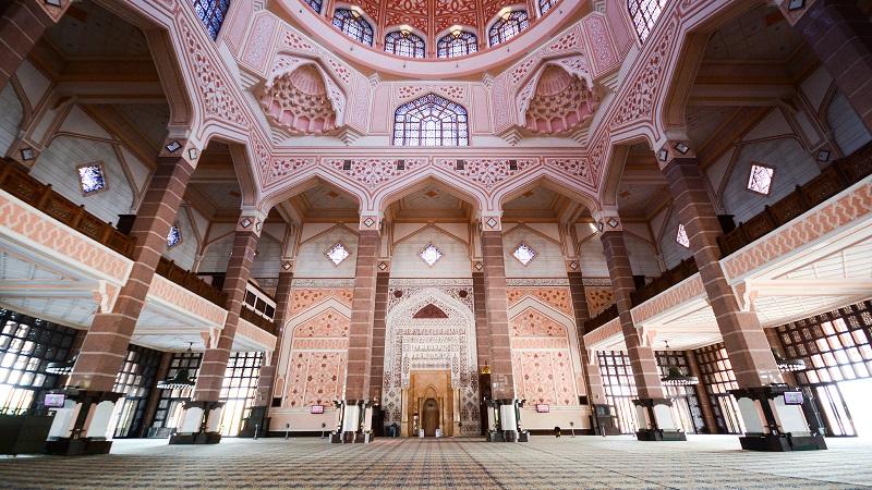 Kiến trúc đồ sợ bên trong Thánh đường của Malaysia