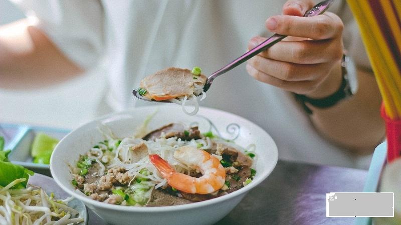 Cách ăn hủ tíu để cảm nhận đủ vị ngon của tô hủ tíu