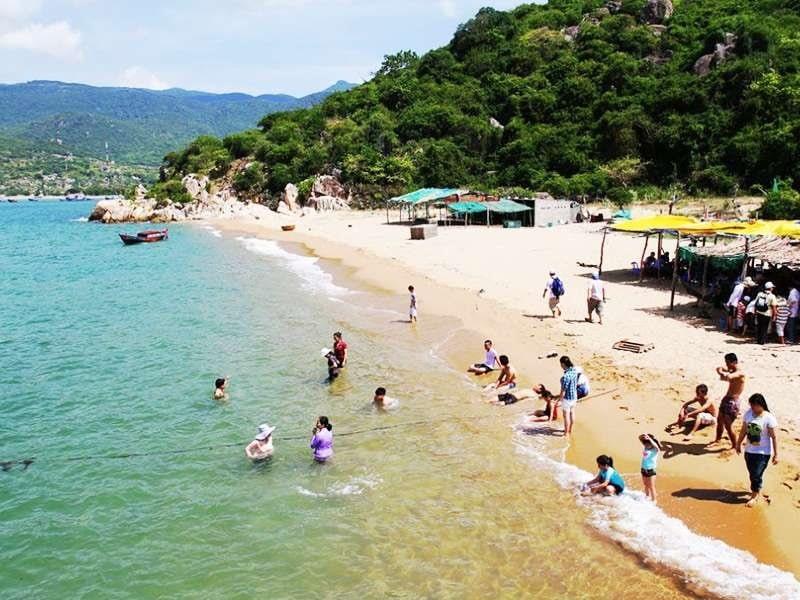 Biển Ninh Chử là một trong những bãi tắm đẹp nhất ở Việt Nam