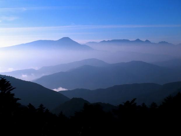 Những dãy núi tuyệt đẹp ở Nhật Bản ẩn hiện trong sương mù