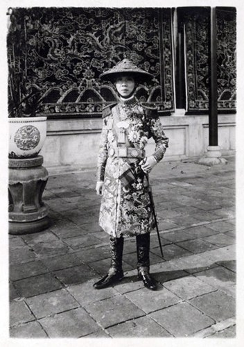 Ông vua ăn mặc lố lăng nhất Việt Nam