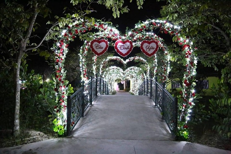 Mô hình cầu Tình Yêu độc đáo trong quần thể du lịch Quảng Ninh Gate
