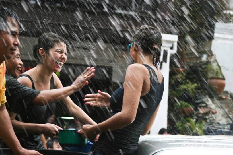 Những lễ hội té nước sôi động khắp Đông Nam Á