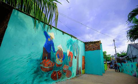 Những họa tiết được vẽ trên các bức tường nhà người dân