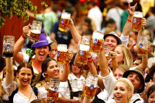 Lễ hội bia tưng bừng ở Đức