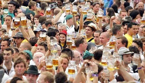 Tưng bừng lễ hội bia ở Đức
