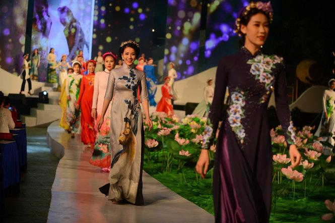 Trình diễn áo dài trong tuần Lễ hội Áo dài