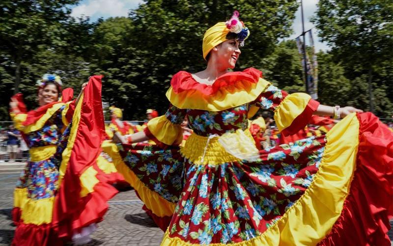 Những hình ảnh rực rỡ sắc màu từ Lễ hội Nhiệt đới ở Paris