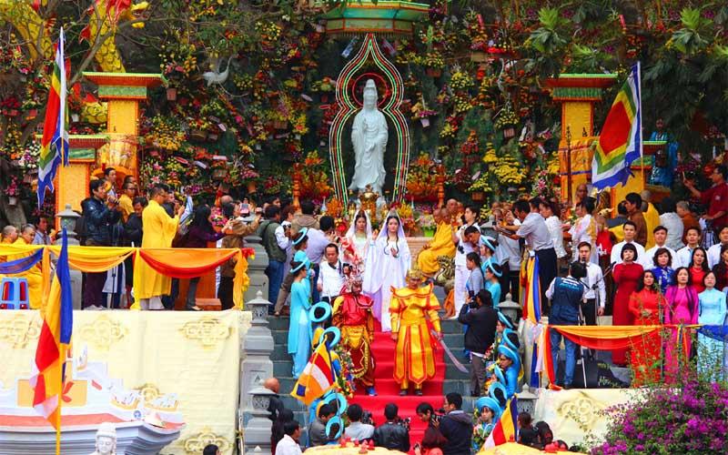 Lễ hội Quán Thế Âm Ngũ Hành Sơn nhằm cầu nguyện cho đồng bào, chúng sinh đi biển, làm ăn trên sông nước được thuận lợi bình an.