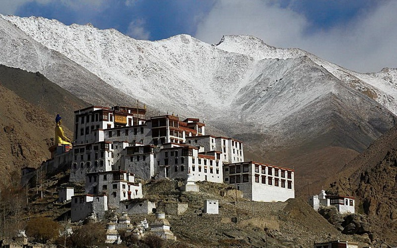 Tu viện trông như một pháo đài phòng thủ hơn là một tu viện Phật giáo