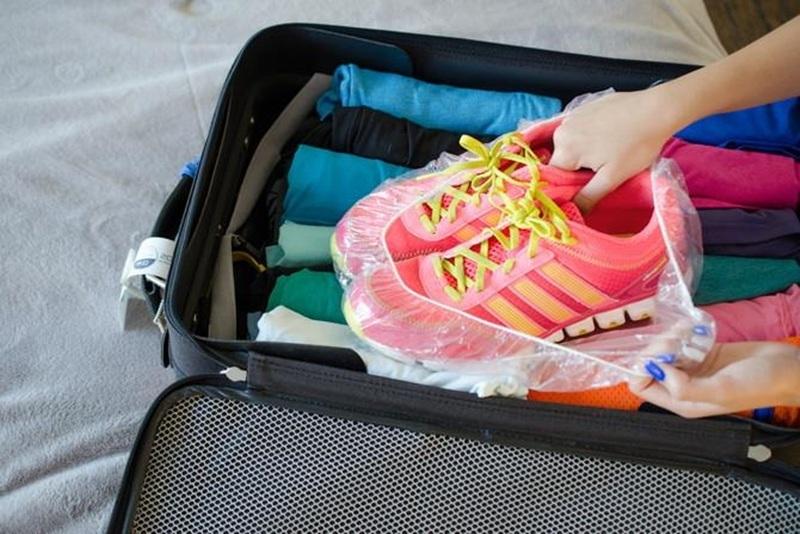 Hãy nhớ để giày thể thao trong túi bọc