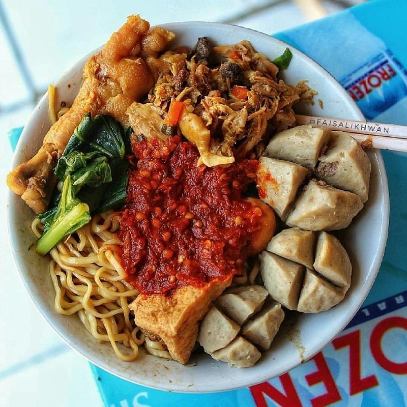 Khi dùng súp, người dân Indonesia thường cho thêm rất nhiều ớt và sa tế