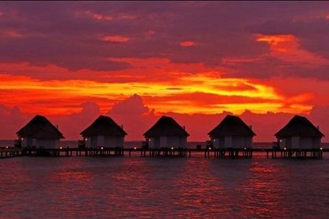 Hoàng hôn buông xuống ở Maldives