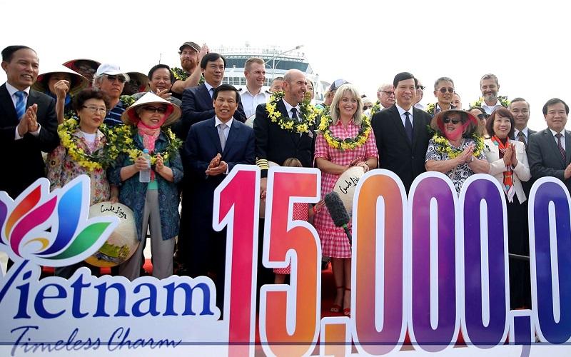Lễ đón vị khách thứ 15 triệu đến Việt Nam năm 2018