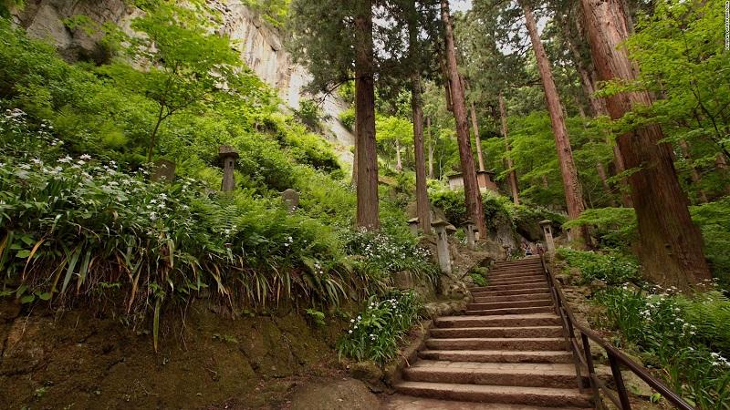 Hơn 1.000 bước – Để lên tới sảnh chính
