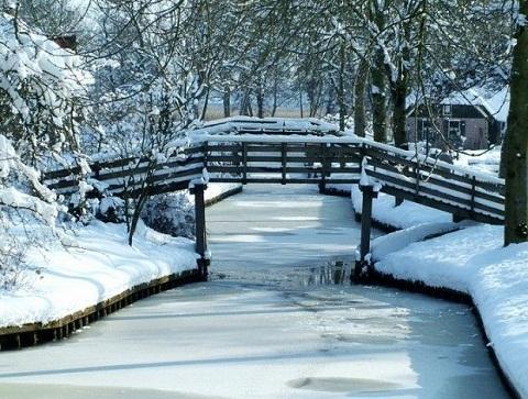 Tuyết rơi dày đặc vào mùa đông ở Giethoorn