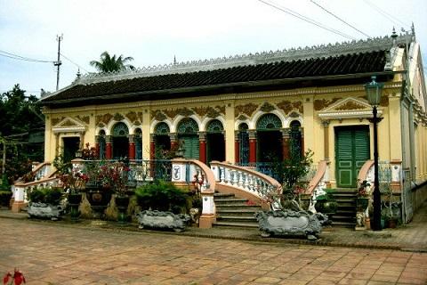 nhà cổ Bình Thùy