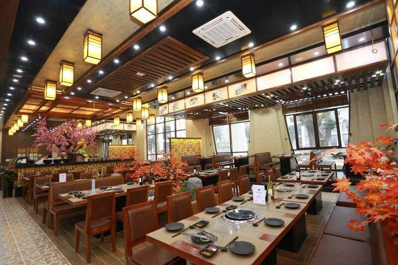 Không gian hành lang, các phòng ăn đều mang đậm phong cách Nhật Bản