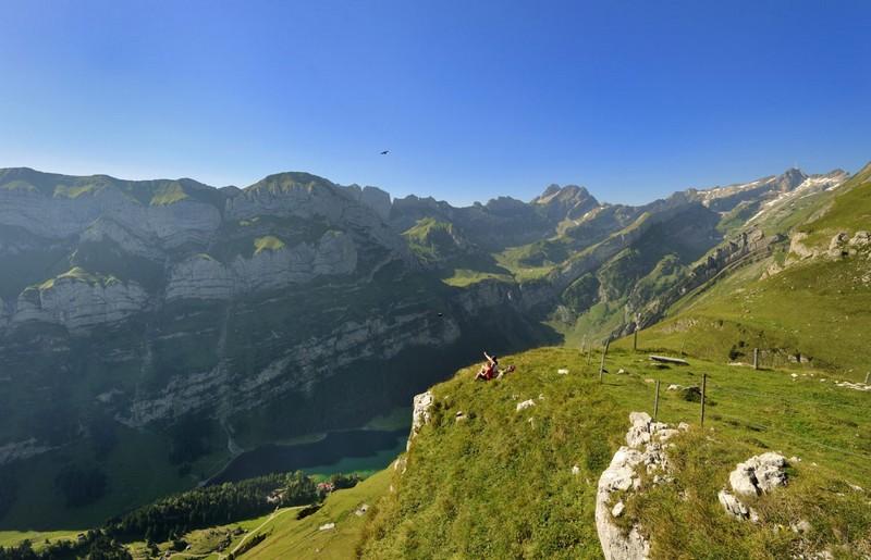 Nhà hàng trên vách đá tại Thụy Sỹ mở cửa trở lại