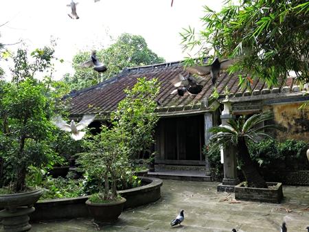 http://www.dulichvietnam.com.vn/data/nhaco.JPG